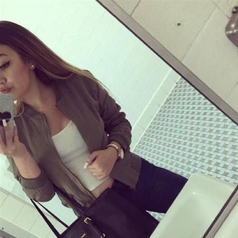 Lekkere date met deze 25-jarige meid